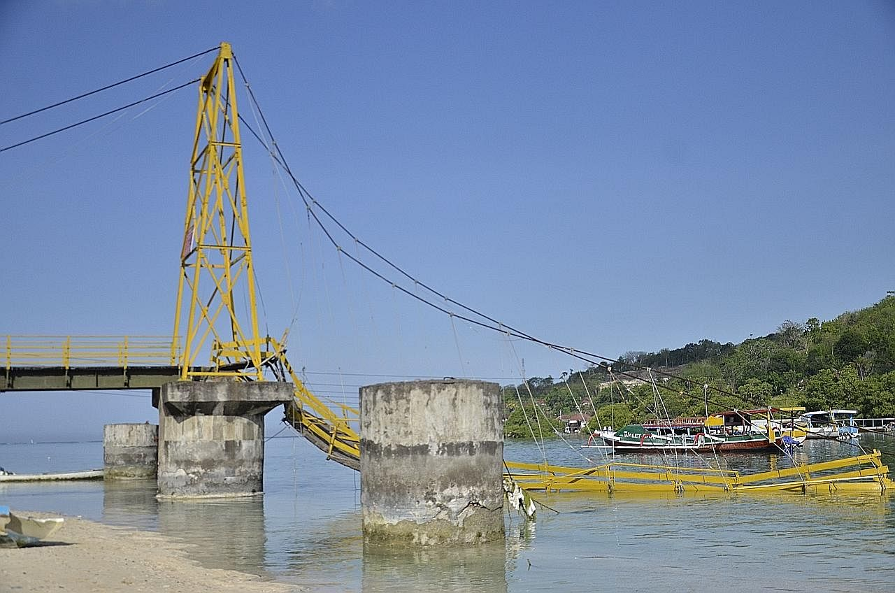 Jambatan di Bali runtuh ekoran terlebih muatan