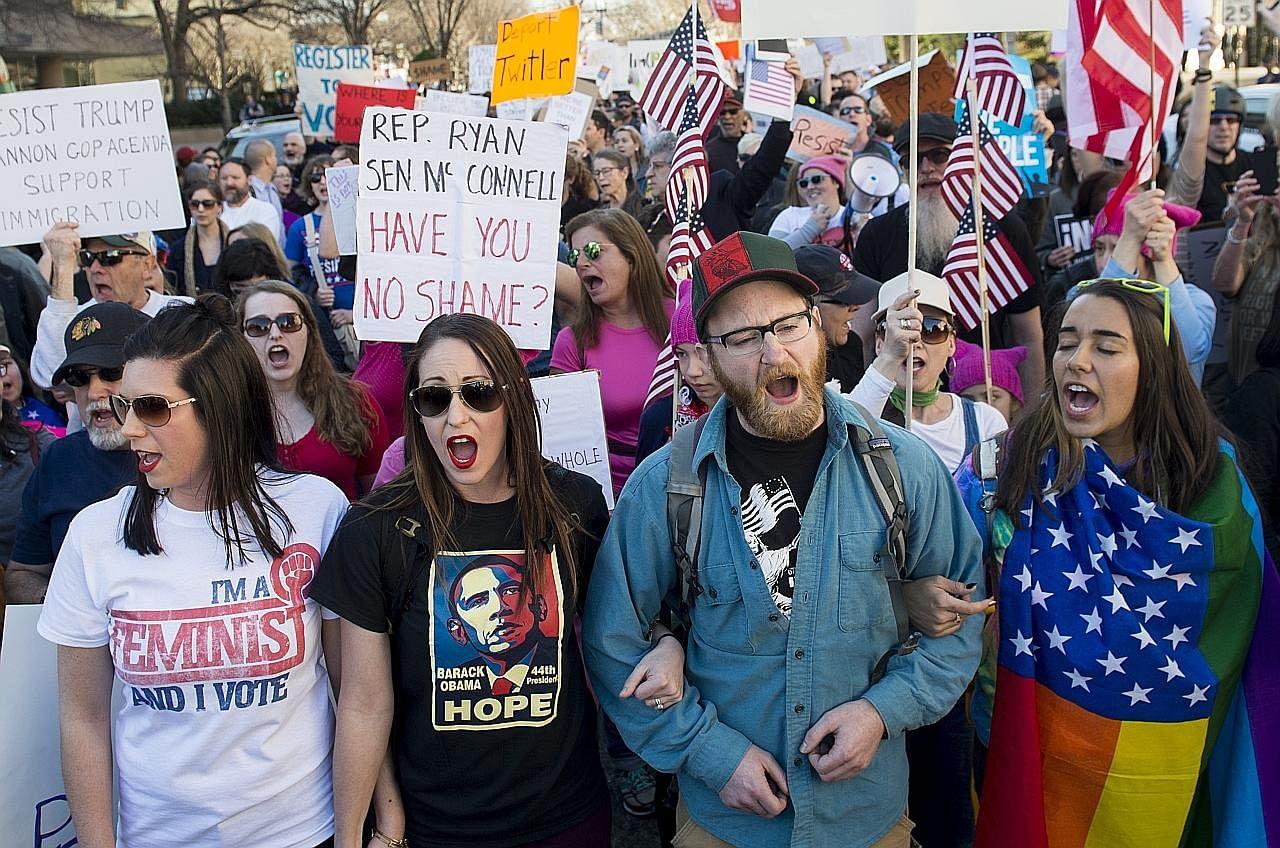 10,000 penunjuk perasaan bantah Trump