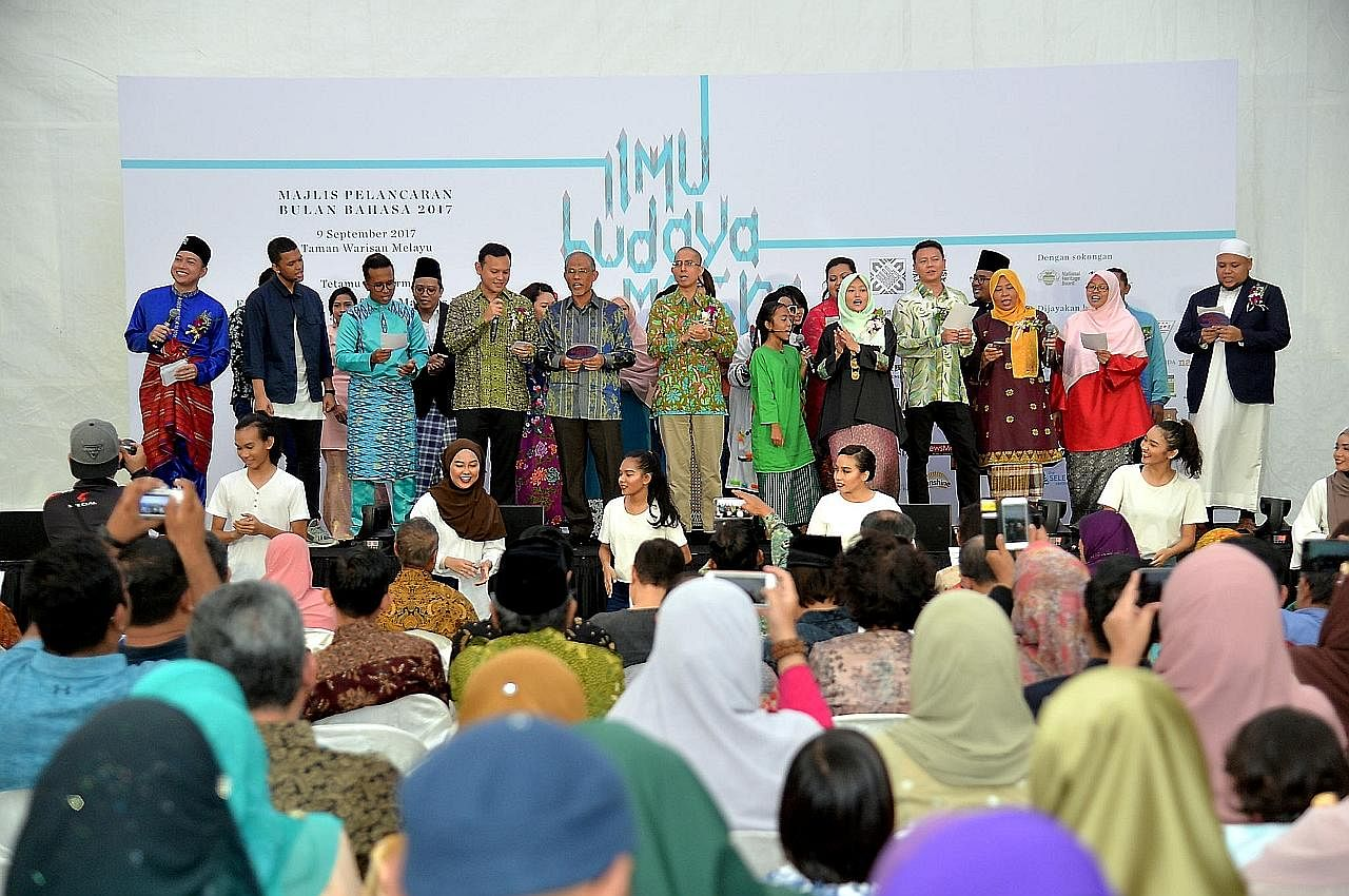 UCAPAN ENCIK MASAGOS ZULKIFLI MASAGOS MOHAMAD DI PELANCARAN BULAN BAHASA 2017 Dakap budaya, bahasa Melayu
