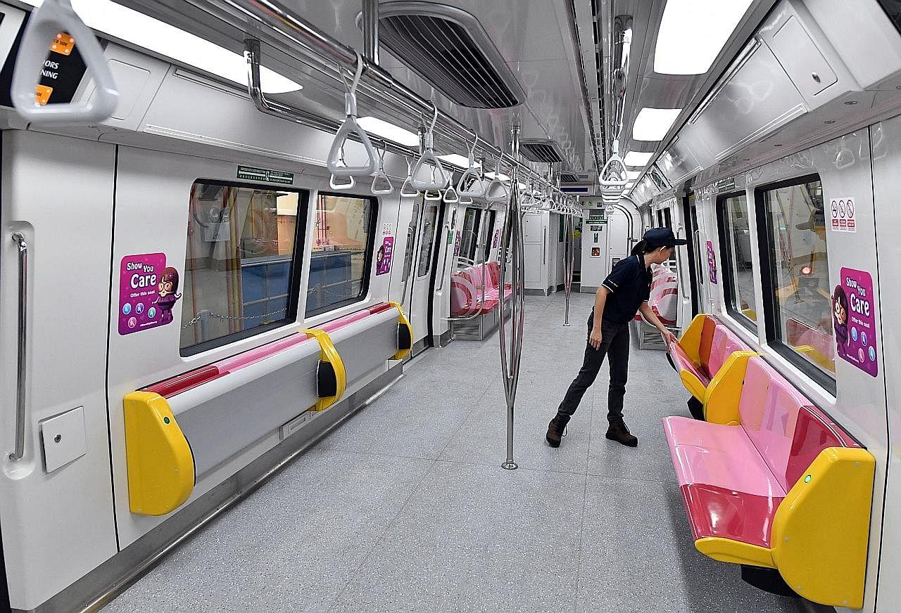 Kerusi lipat di tren baru bagi tampung lebih ramai penumpang
