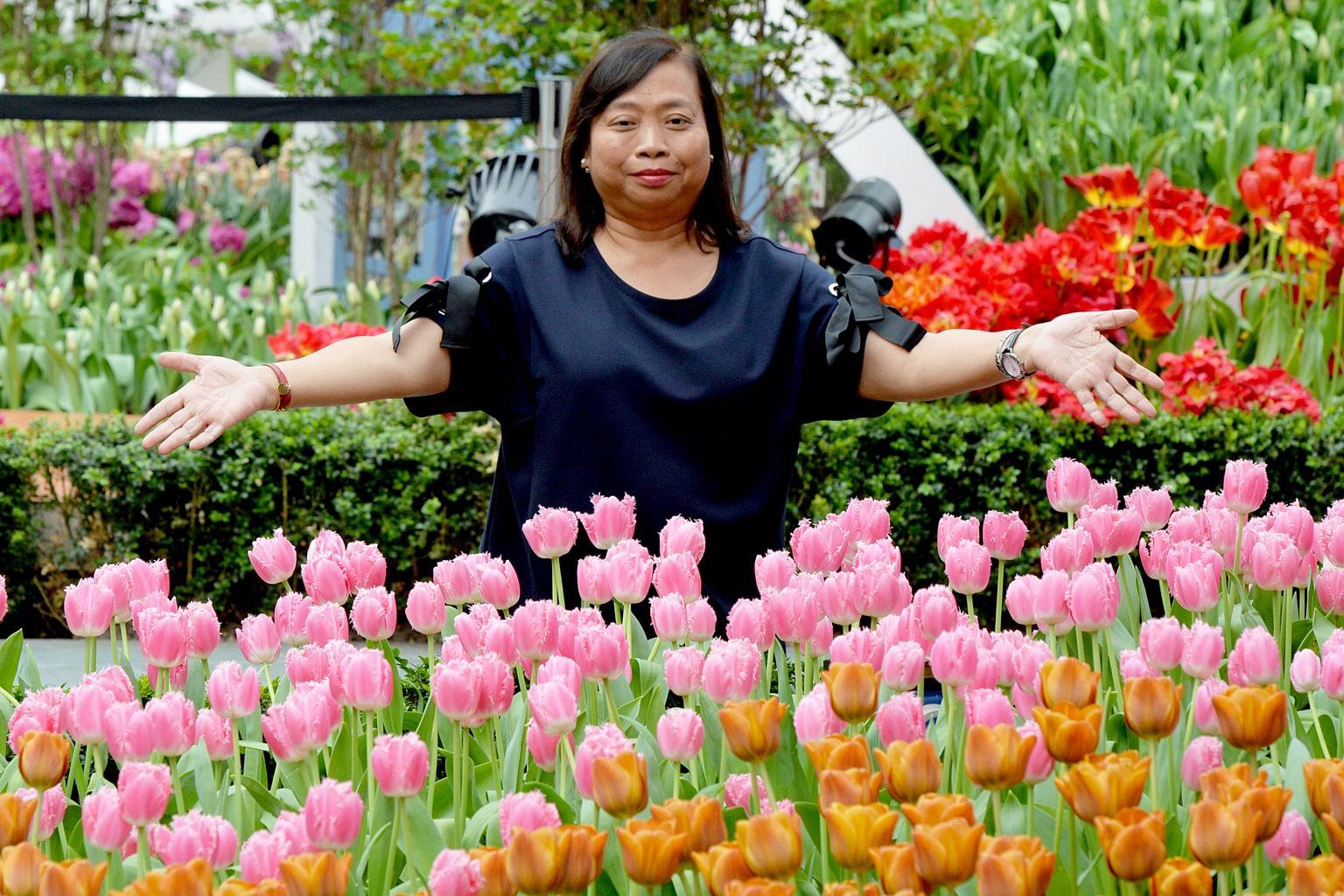 Sentuhan bagi pastikan bunga di taman harum mekar