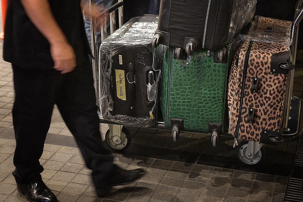Wang tunai dalam 30 beg bernilai sekitar $40 juta