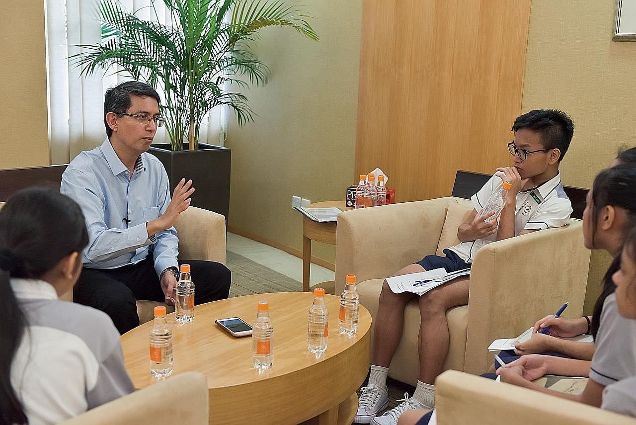 Pelajar Boon Lay selami dunia wartawan