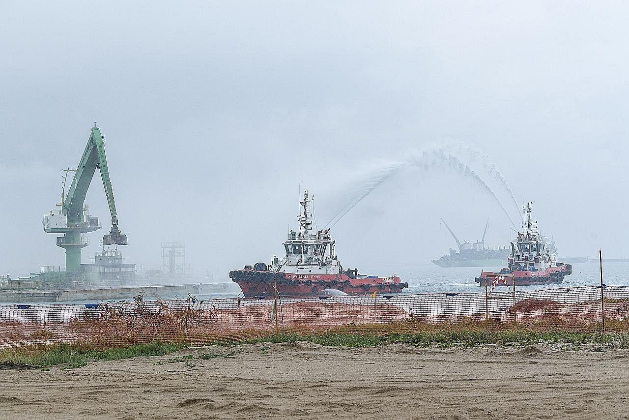 Fasa pertama tambak tanah pelabuhan Tuas hampir selesai