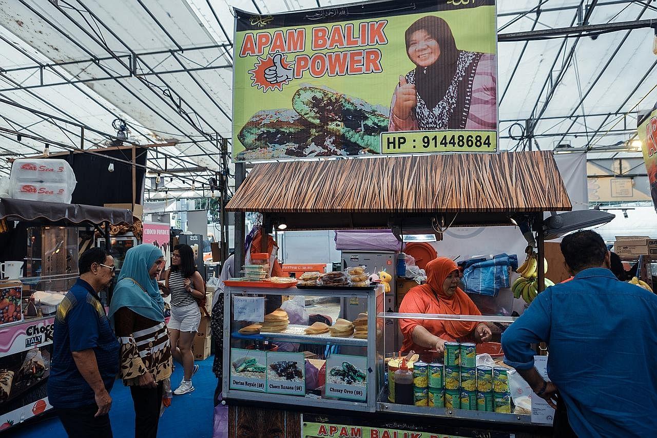 'Sentuhan' moden juadah tradisional di gerai bazar Geylang Serai