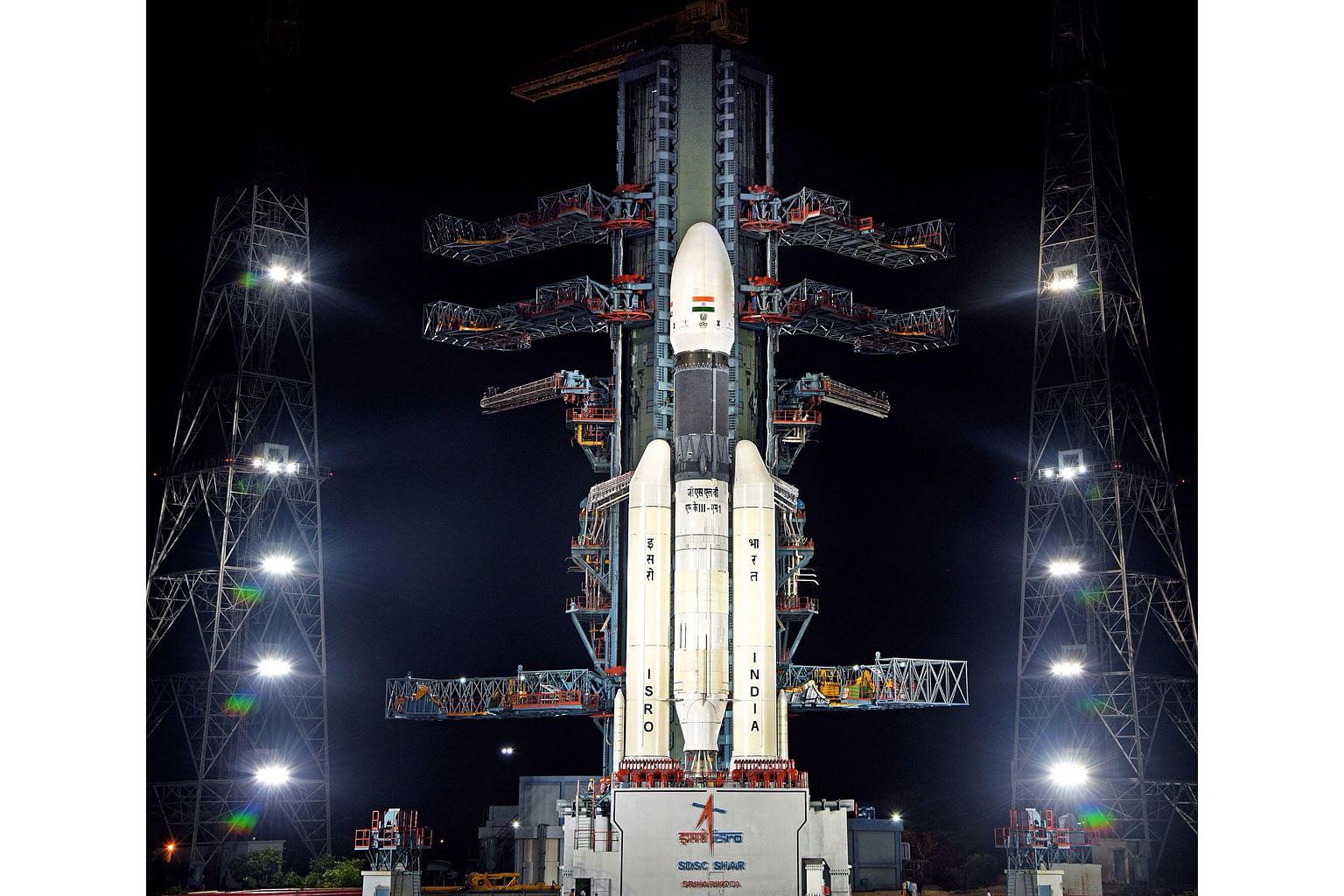Ribuan warga India saksikan percubaan kedua hantar kapal angkasa ke bulan