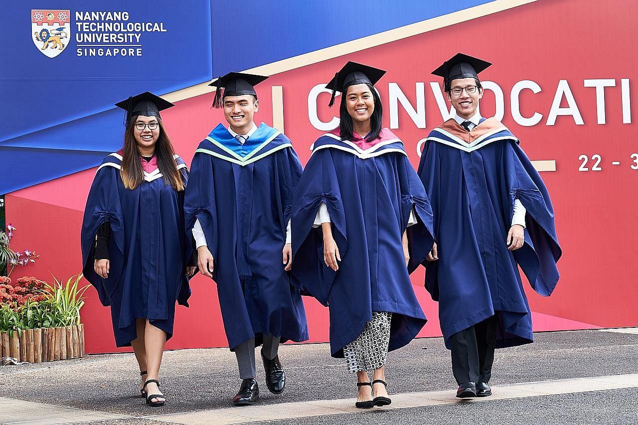 Antara lulusan cemerlang NTU