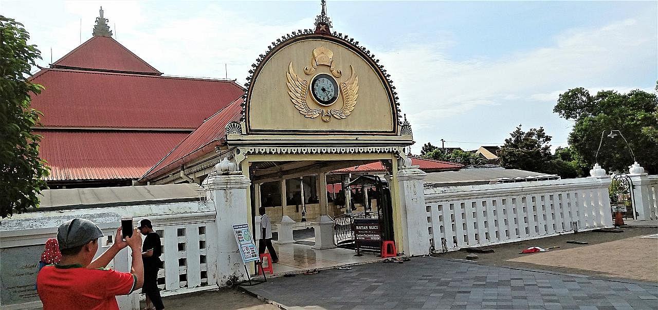 Masjid abad ke-18 cerminan hidupan warga di sini