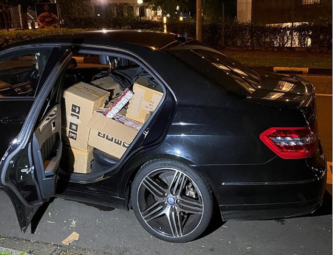 Kastam S'pura rampas rokok tanpa cukai nilai $162,820