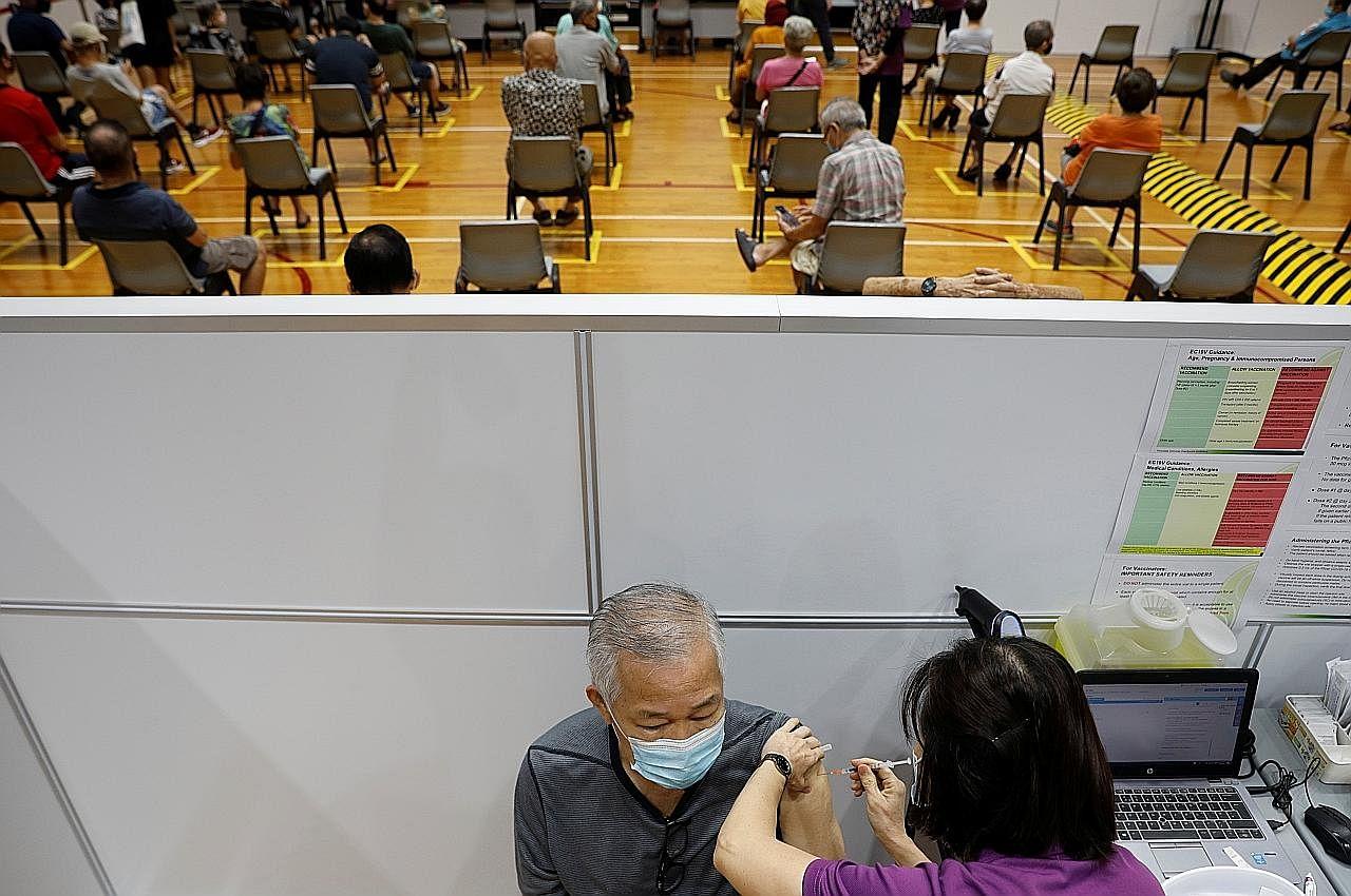 Vaksin Covid-19: SG percepat, perluas usaha suntik warga