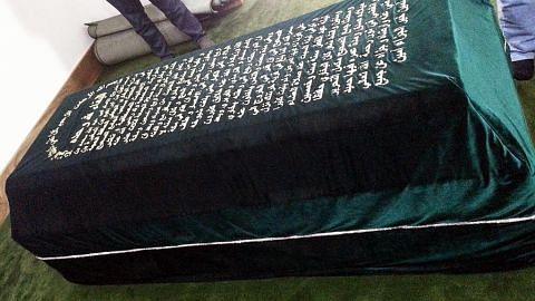 Pengunjung bertali arus ziarah Makam Bukhari