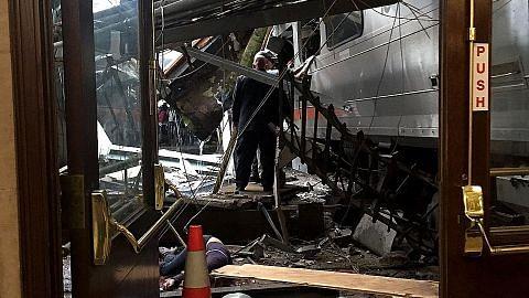 3 maut, lebih 100 cedera apabila tren rempuh stesen di New Jersey