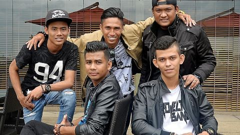 'Ledakan' Projector Band sampai ke Singapura