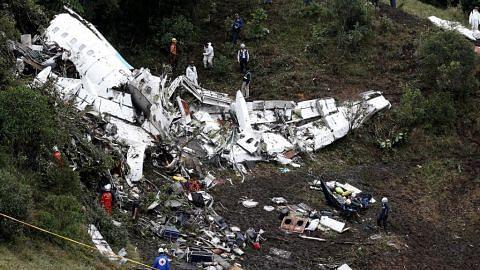 Dunia bola sepak berkabung TRAGEDI PESAWAT TERHEMPAS DI COLOMBIA