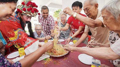 Kakitangan SPH raikan Tahun Baru Cina bersama warga emas