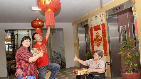 Hamzah turut singsing lengan hias sambut Tahun Baru Cina