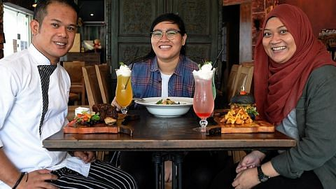Tiga anak muda diberi peluang jadi tauke restoran