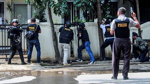 Penyerang letup bom dekat pejabat pemerintah Bandung ditembak mati