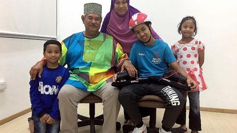 Anak istimewa 'luncur laju' berkat dorongan datuk dan ibu