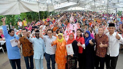 Lebih 5,000 penduduk Marsiling pelbagai bangsa iftar bersama