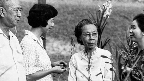 Wanita contoh, disayangi PELANCARAN BUKU 'PUAN NOOR AISHAH: SINGAPORE'S FIRST LADY'