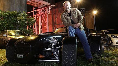 Selebriti tunjuk kemahiran memandu dalam 'Car Wars'
