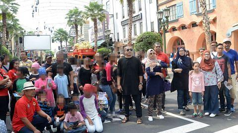 Kongsi kegembiraan Hari Keluarga dengan penghuni Rumah Kanak-Kanak Pertapis