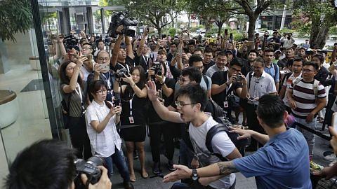 EKONOMI Ratusan tunggu iPhone 8 dilancar di S'pura