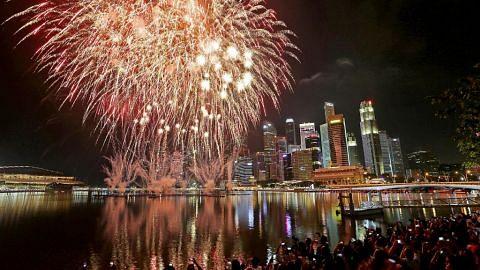 Marina Bay bermandi cahaya sambut 2018