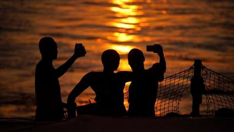 More than 250 people worldwide have died taking selfies since 2011: Study