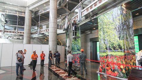Laluan runtuh: Menara bangunan bursa saham Indonesia dibuka semula