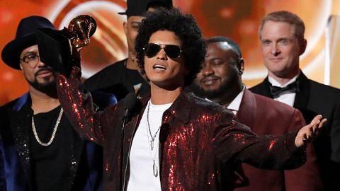 ANUGERAH GRAMMY KE-60 Penyanyi Bruno Mars sapu licin anugerah rekod, album, lagu terbaik