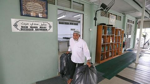 MASJID PUSARA AMAN MASJID DIURUS SUKARELAWAN Sumbangan jemaah bolehkan Masjid Pusara Aman terus diperbaiki