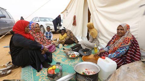 Penyokong Gaddafi kini terdampar di padang pasir