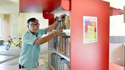 Penolong perpustakaan kekal aktif walau usia menjangkau 71 tahun