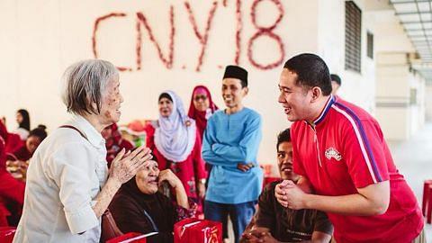 Relawan Melayu ber'Gongxi' habuan dengan penduduk Cina