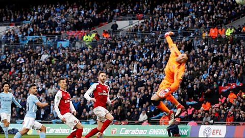 PIALA LIGA ENGLAND Man City julang piala, benam Arsenal 3-0