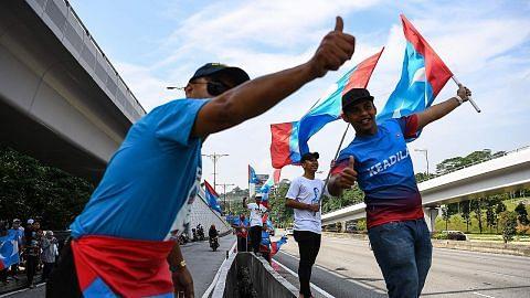 Penyokong raikan kemenangan Pakatan Harapan, sambut era baru M'sia
