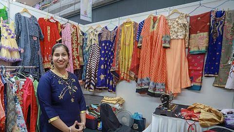 Pakaian dan aksesori eksklusif dari India turut disedia