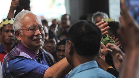 Najib 'luahkan rasa hati' bersama penduduk, dedah sebab BN tewas