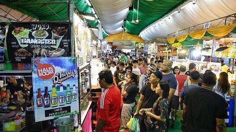 Hujung minggu pertama bazar sibuk