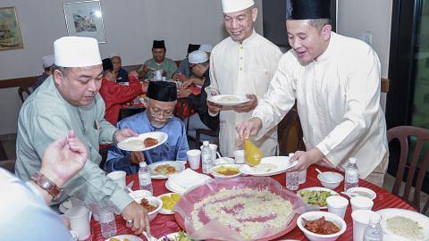 Usaha pererat hubungan asatizah dengan akar umbi Woodlands menerusi iftar