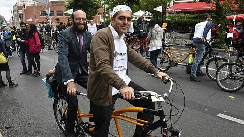 Imam, rabai naik basikal bersama bagi tolak perkauman di Jerman