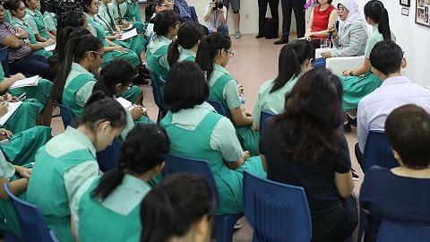 Presiden Halimah 'kembali' ke sekolah kongsi pengalaman