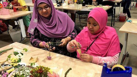 Manfaat cuti sekolah hadiri bengkel ITE pelajari perhiasan bunga