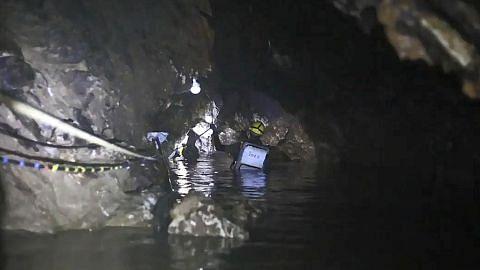 TERPERANGKAP DALAM GUA DI THAILAND 'Anak saya tidak bawa sebarang makanan ringan ke gua'