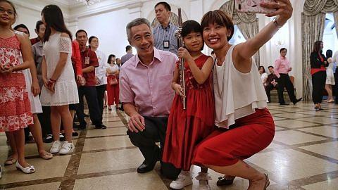 Presiden Halimah sertai majlis peringati Hari Kebangsaan di Istana