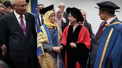 Mahathir terima Ijazah Kehormat Doktor Undang-Undang NUS