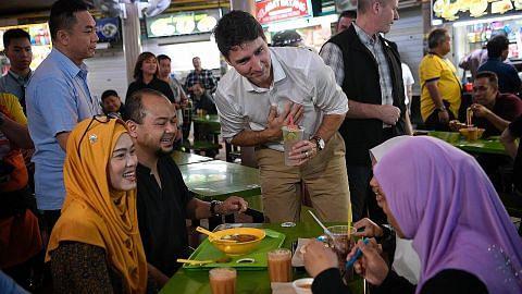 PM Canada luang masa di Pusat Makanan Adam Road