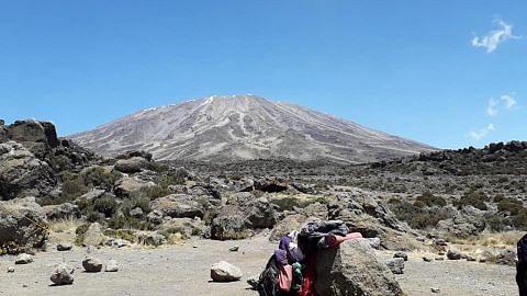 Kirimkan pengalaman melancong anda Gunung Kilimanjaro tawar lima iklim berbeza sepanjang pendakian